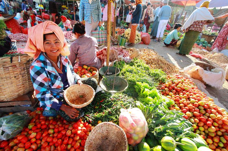 nyaung-u-market-myanmar-february-february-local-where-people-come-39189903